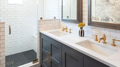 Seattle Queen Anne bathroom takes an old-school approach